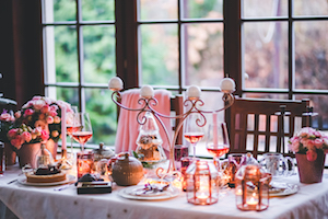 kaboompics.com_Beautiful Christmas table setting (1)